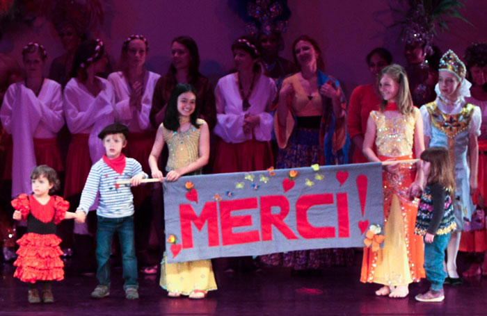 Erste grosse Benefizshow von Dances for the Children